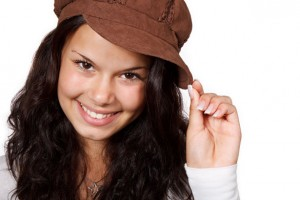 smiling-woman-with-hat
